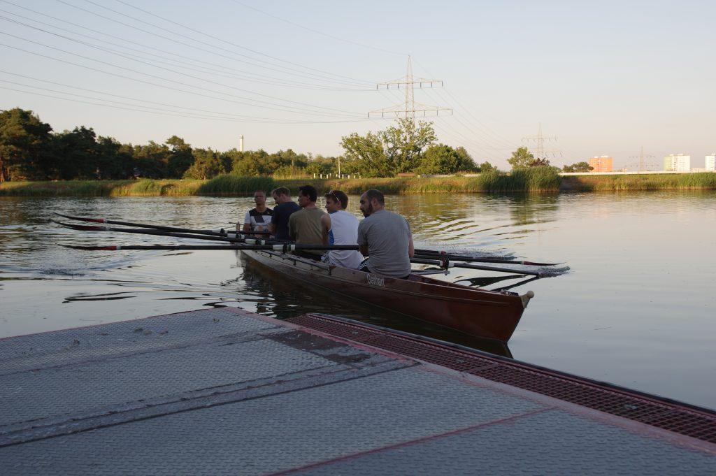 Rudern auf dem Kanal in Erlangen