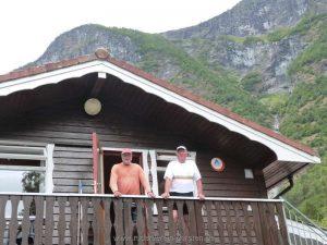 auf dem Balkon der Hütte mit Gemeinschaftsküche