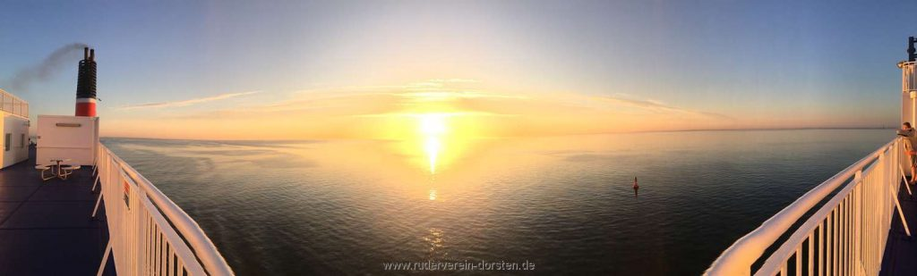 Sonnenaufgang über der Ostsee vor Rostock