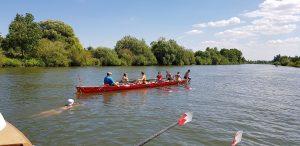 Ein Ruderboot kann auch als Schwimminsel dienen